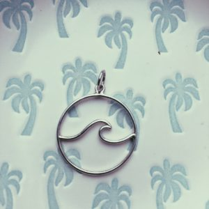 salty-kiss-pendant-wave