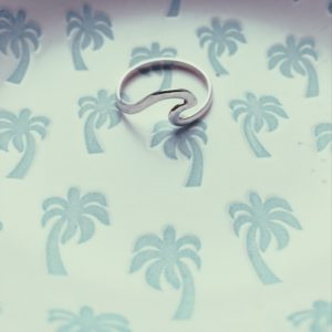 salty-kiss-wave-ring